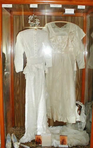 wedding_gowns_display